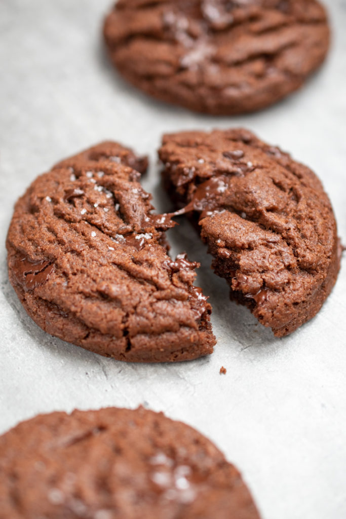 Cookie double chocolat gros plan